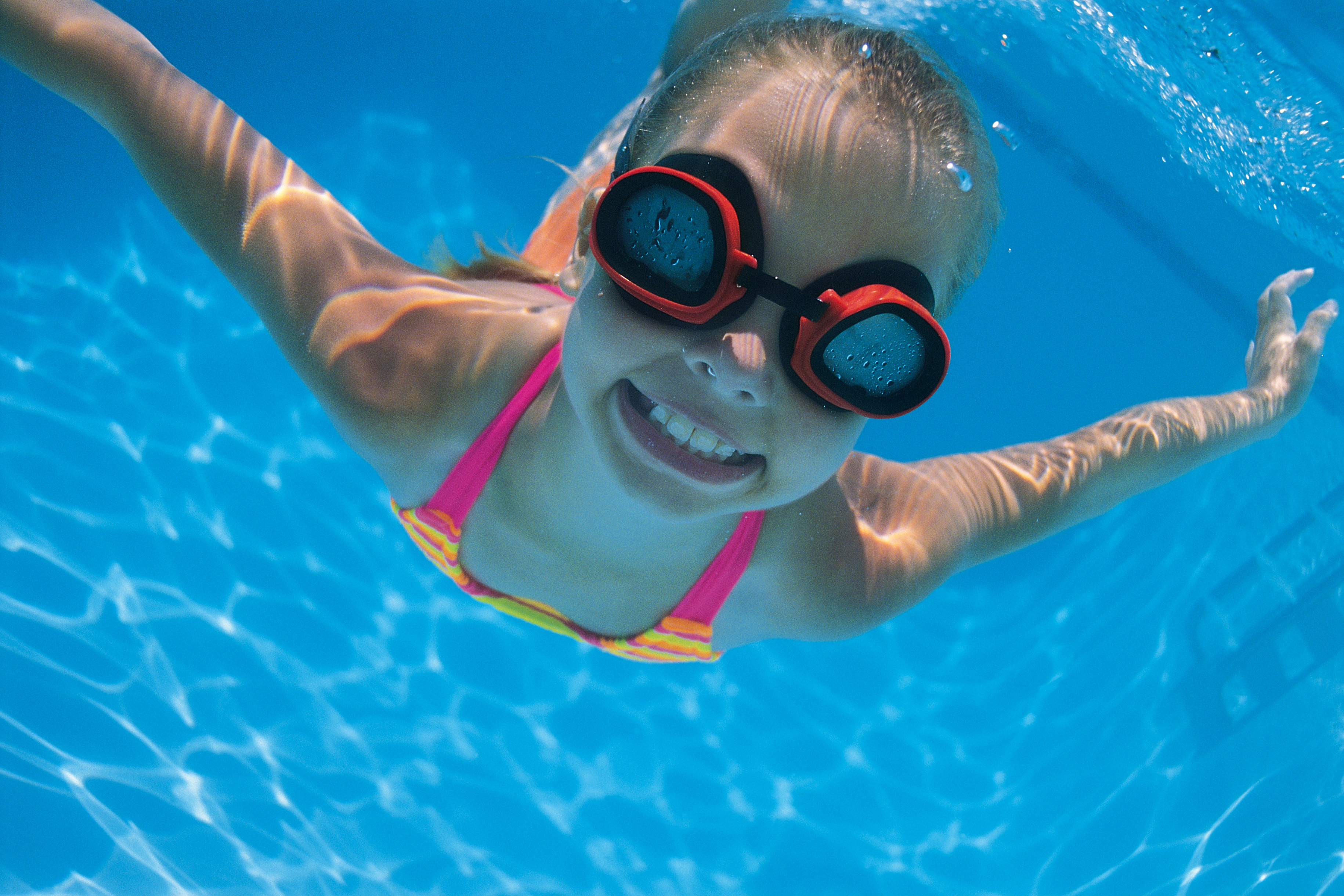 Kids Swimming Underwater summer swimming pool safety