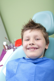 How do I handle my child's dental emergency?